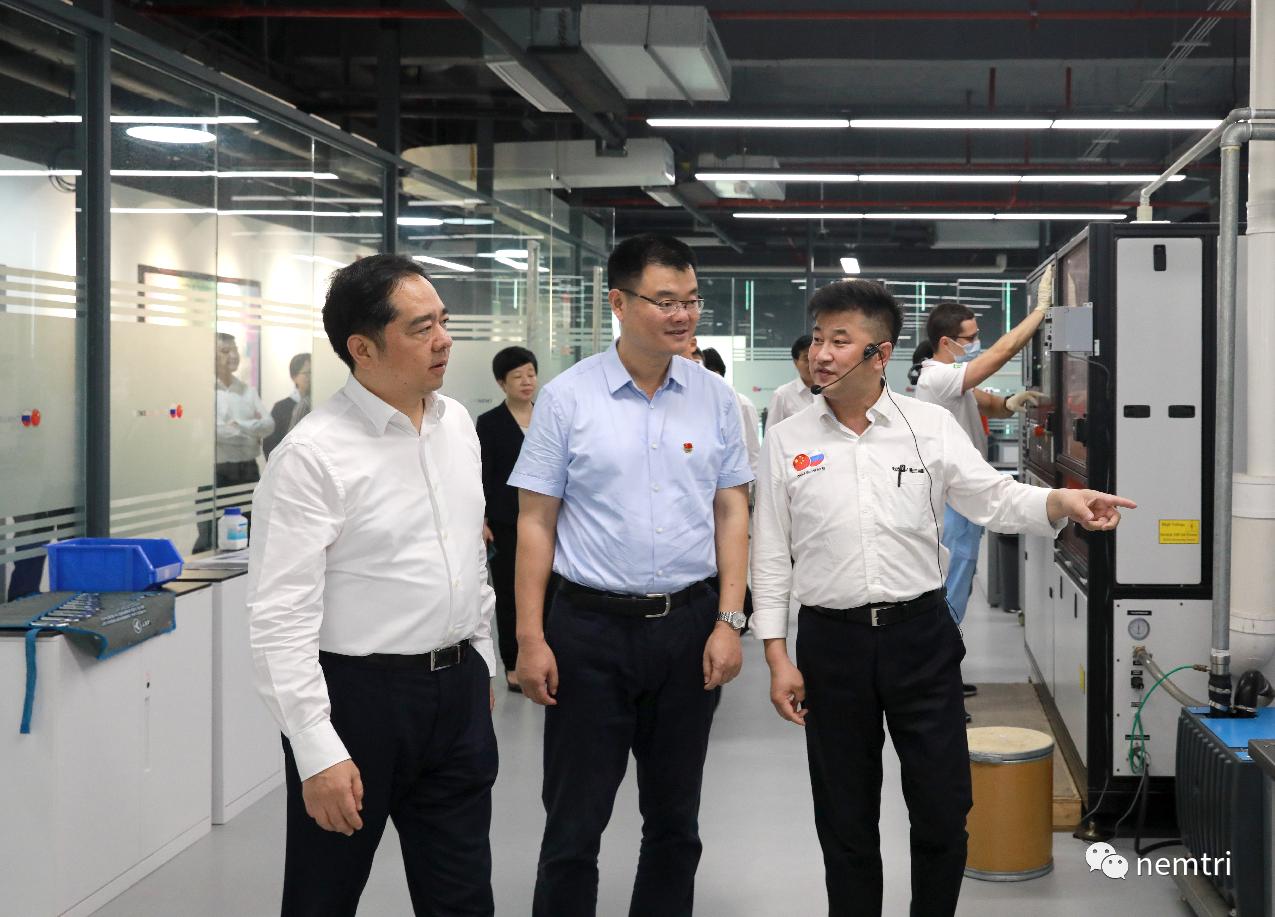市委书记马晓晖一行参观考察中俄新能源材料技术研究院